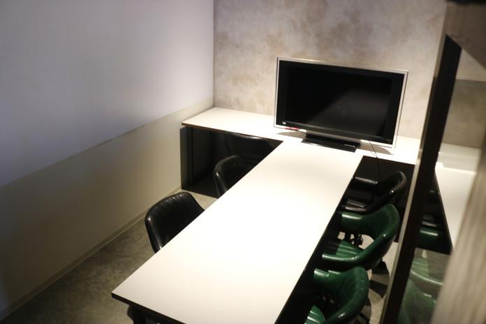WHITE会議室