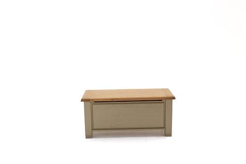 Logan Blanket Box