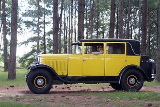 Peugeot 12CV 2.jpg