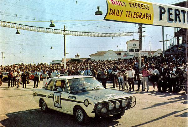 048 - Ford Lotus-Cortina - clark in pert