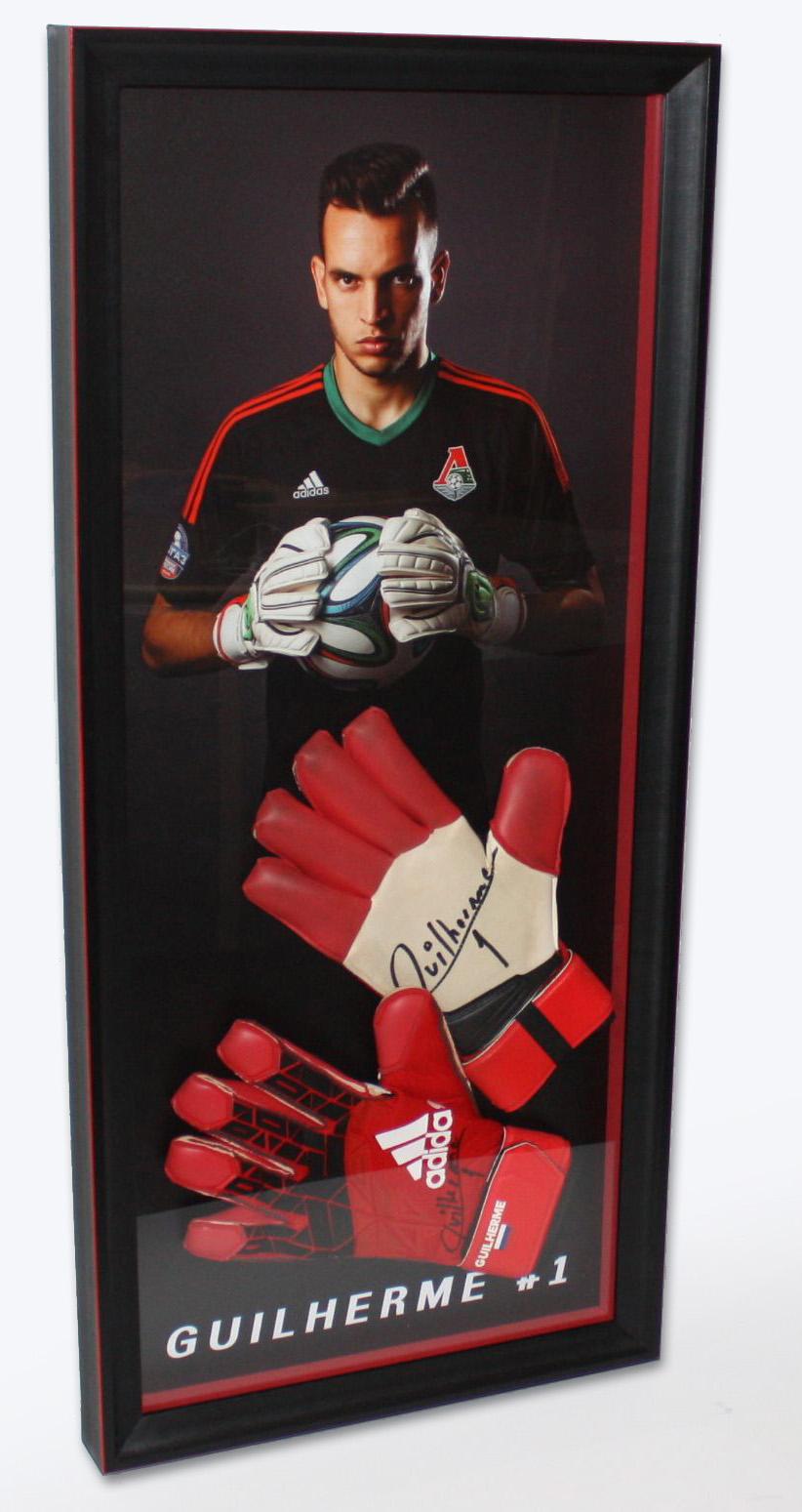 перчатки в рамке спортивные сувениры