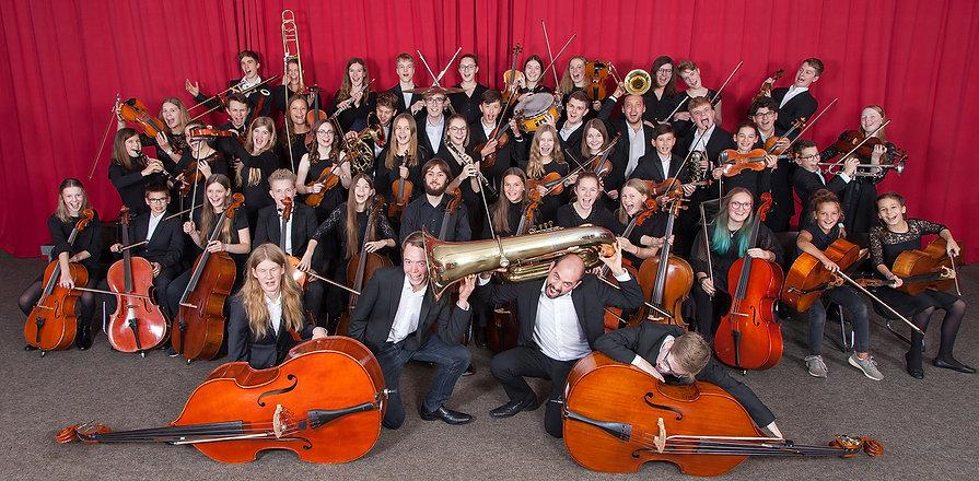 Jugendorchester_mit Instrumenten_action_