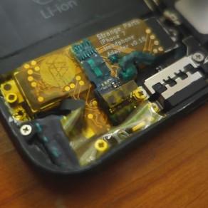 Cet ingénieur a réussi à installer une prise jack sur son iPhone 7, regardez-le faire..