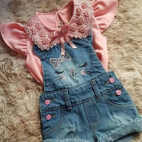 Jardineira gatinha + camisa rosa