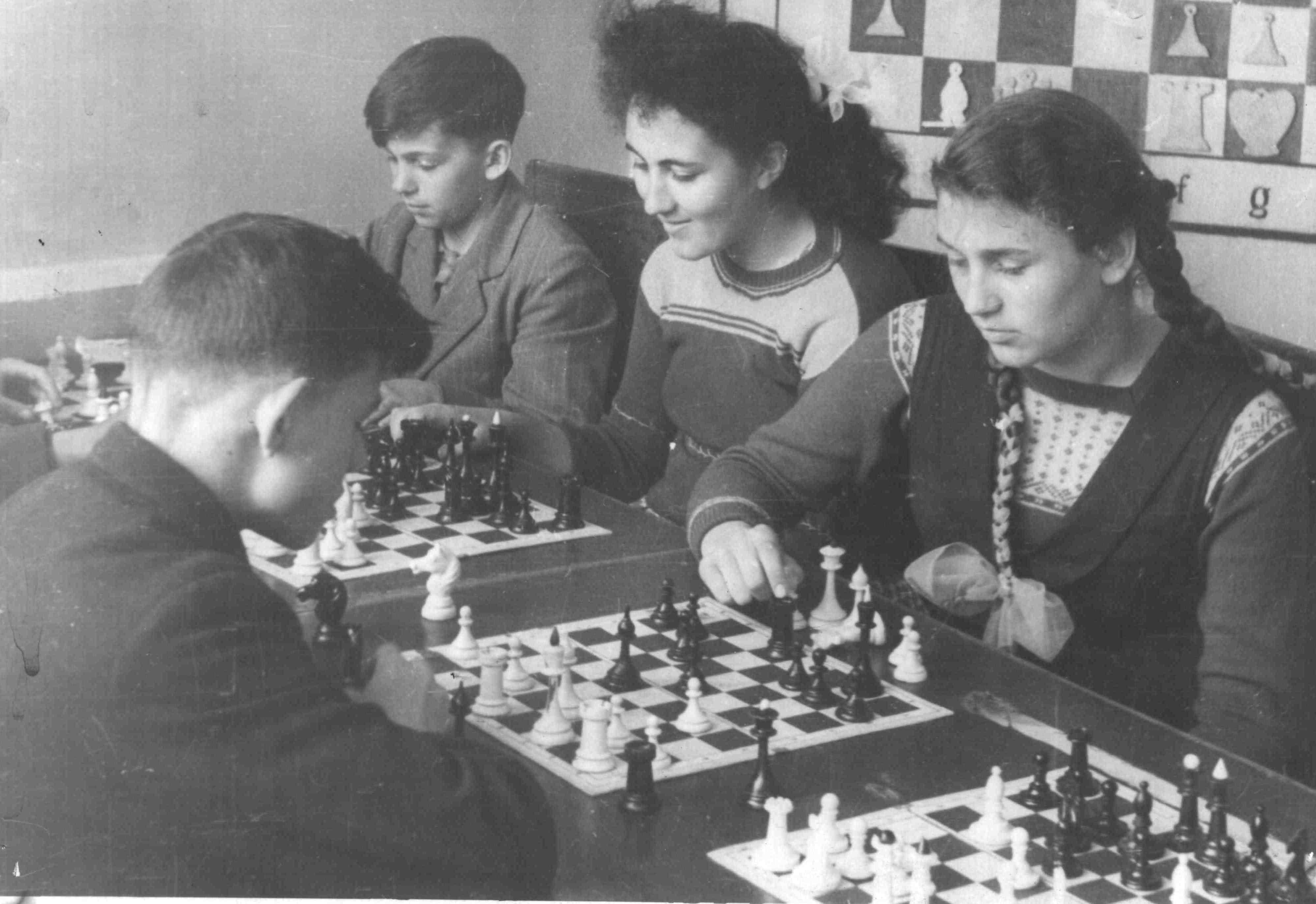 На занятиях шахматного кружка