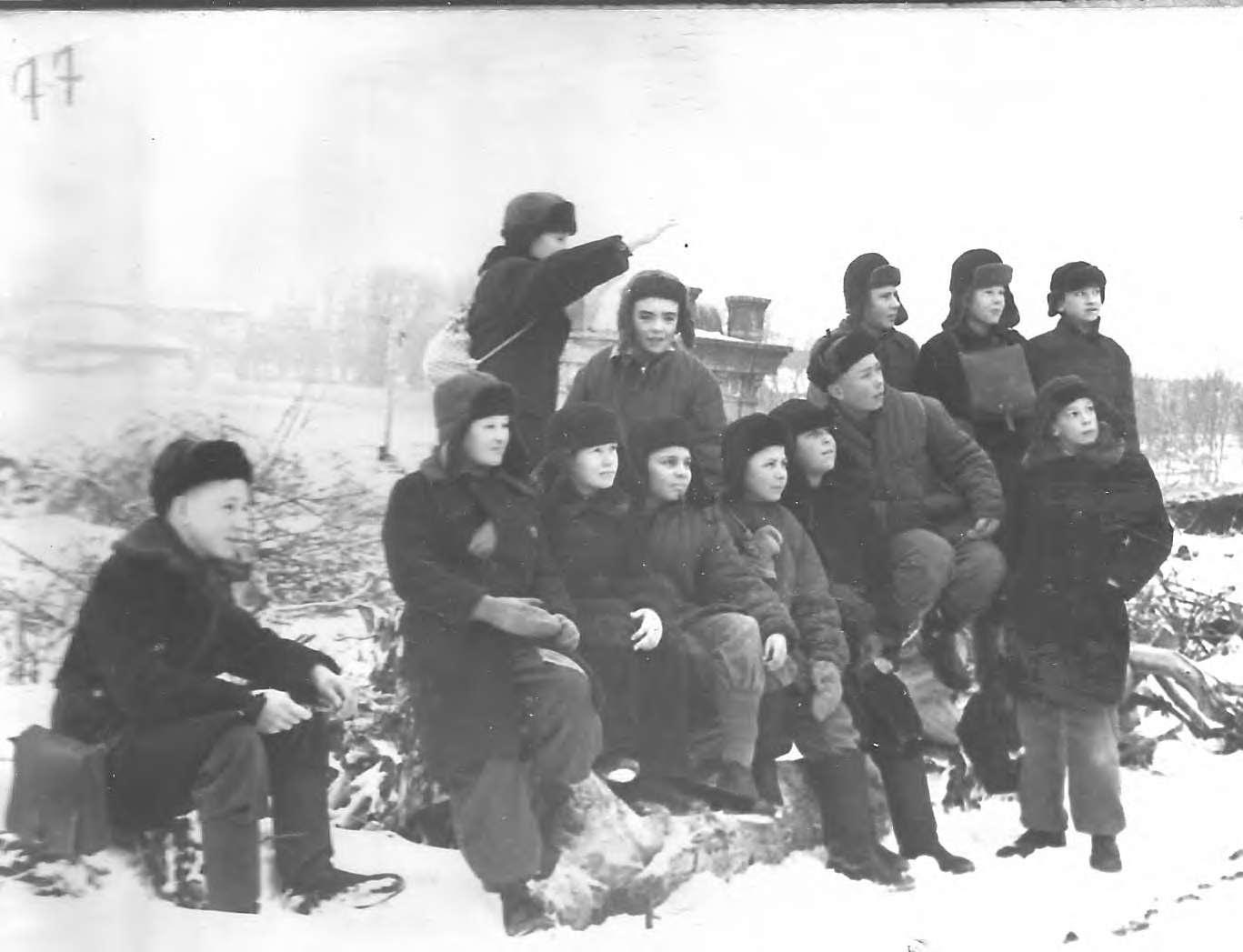 Юные краеведы на Берде, 1956