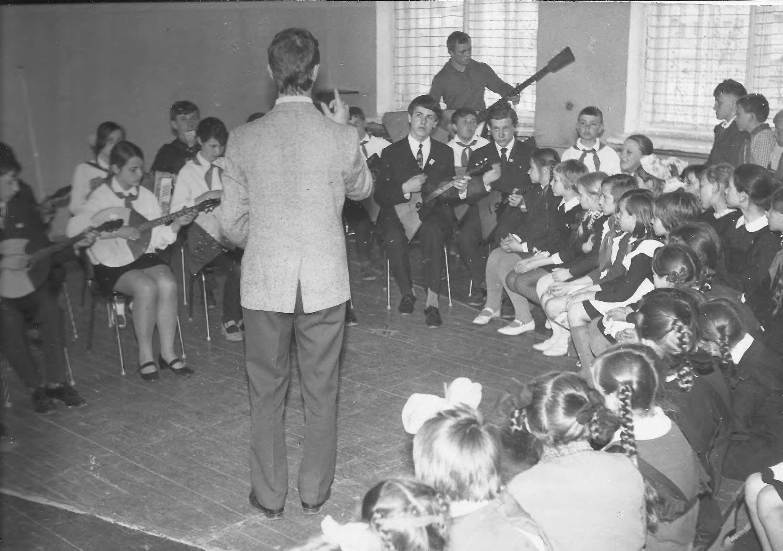 Выступление оркестра народных инструмент