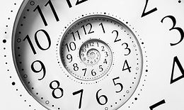 חורי תולעת ואשליית הזמן