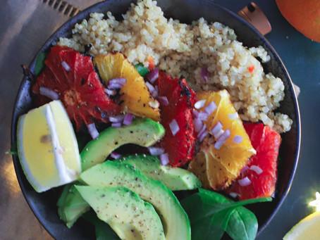 Saladine d'agrumes grillées à l'avocat et épinards (quinoa en option)