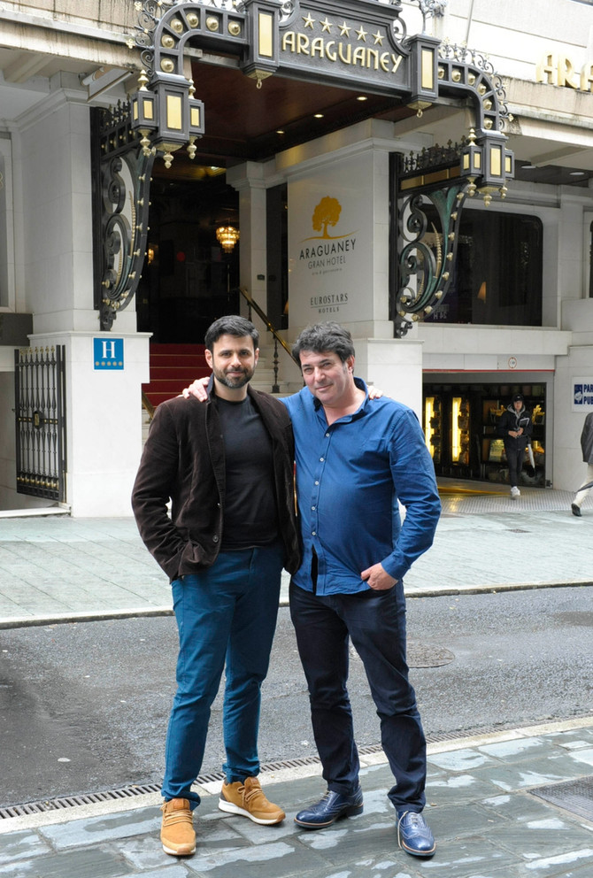 Ghaleb Jaber Martínez mostró los estudios de CTV al productor neoyorkino Miles Roston con el que exp
