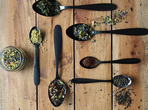 Luxe cadeaubox met 6 soorten thee en gouden zeefje