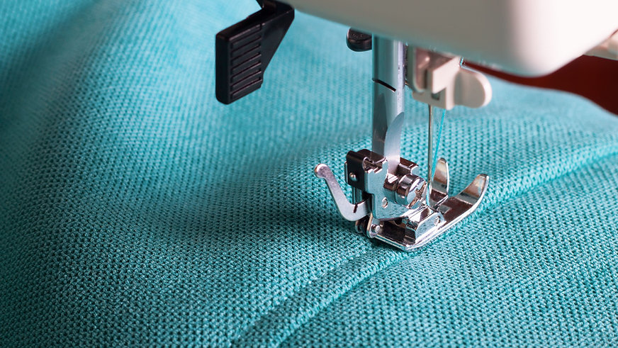 sewing-machine-and-turquoise-fabric-8800