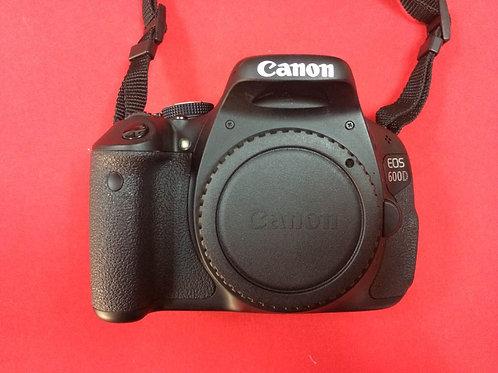 Зеркальная фотокамера Canon EOS 600D Kit\NeW