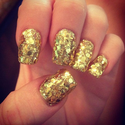 celebrity-nail-art18-miley-cyrus-996246_H173352_L.jpg