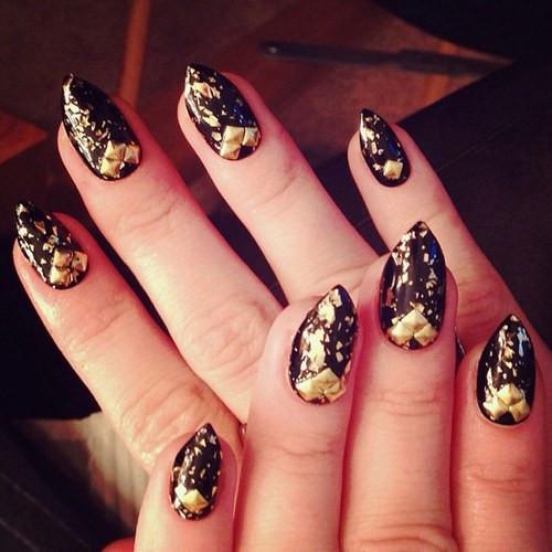 celebrity-nail-art4-996246_H173341_L.jpg