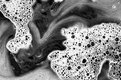 mezcla-liquido-blanco-negro-espuma-burbu