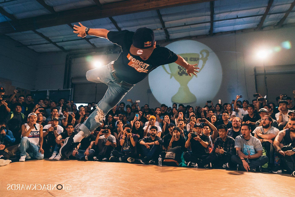 Bboy Issei and the crowd
