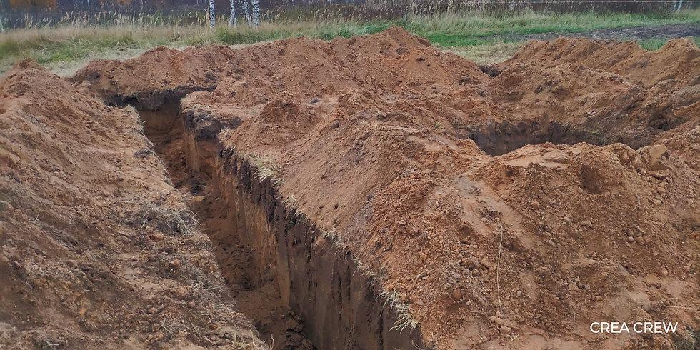 Работа миниэкскаватора CREA DIGGER. Траншея шириной 800мм, глубина 1200мм. Грунт-песок, растительная почва. Мелкие камни. Траншеи для фундамента под дом 6х9 с большой печью. Под печь выкопан отдельный котлован.  Работа выполнена за 12 часов.