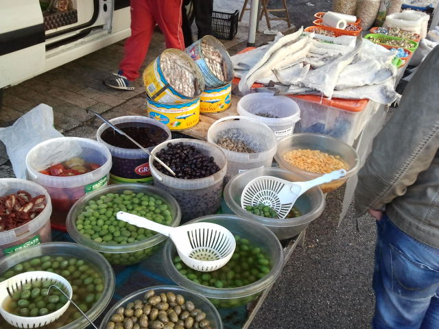 Frische Oliven auf dem Markt