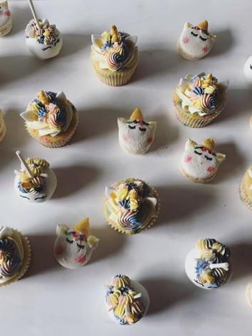 ✨Unicorn V I B E S🦄_–Macarons, Cupcakes