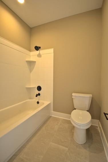 full hall bath 1.jpg