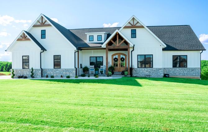 DB-modern-farmhouse-shutterstock_1802710
