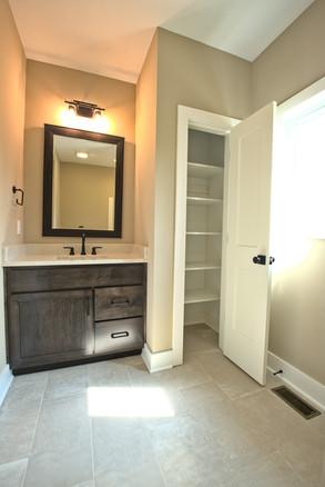 full hall bath 2.jpg
