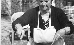 """La abuela Francisca """"fent bunyols"""""""