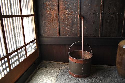 銅と真鍮のバケツ