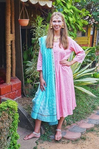 Розовое платье с тканным узором, L