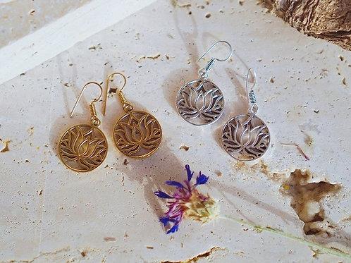 Серьги-лотосы серебряного или золотого цвета штат Раджастан.