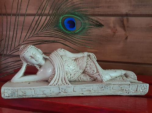 Фигурка лежащий Будда, индийская керамика в белом цвете
