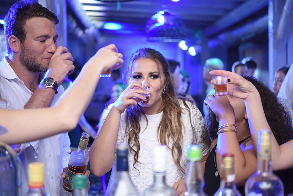 המסיבה - חן בלחנס
