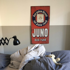 Metallschild antik altes Werbeschild, Juno Werbung Zigarettenwerbung, vintage, Wandlampe, Bett Schlafzimmer Teddy, halbhoch gestrichen Scherenlampe