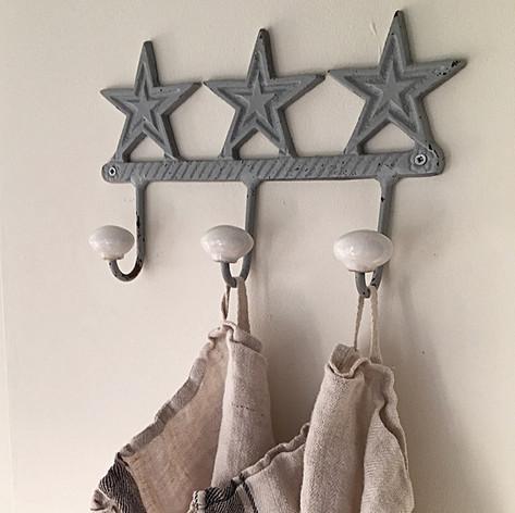 Küche, Hakenleiste metall, Sterne, Geschirrhandtücher, Küchenidee, Ordnung, Wandgestaltung