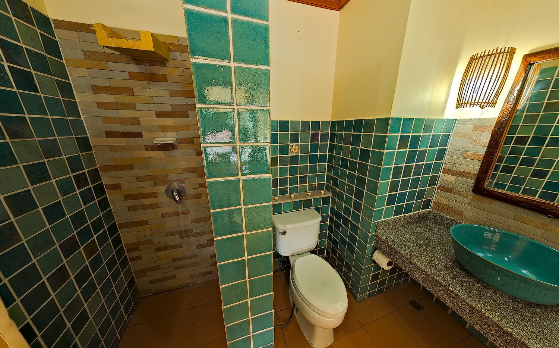 Deluxe room pool's bathroom.jpg
