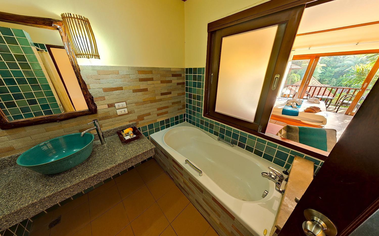 Deluxe room pool's bathroom 3.jpg