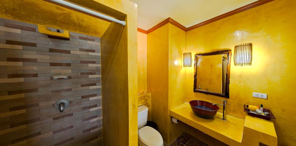 Deluxe room's bathroom 2.jpg