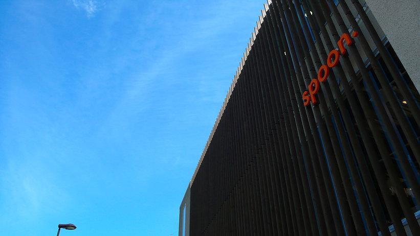 大分のファッションと雑貨のライフスタイルセレクトショップ「スプーン」は緑豊かな大分市美術館周辺の文化地域にあります。