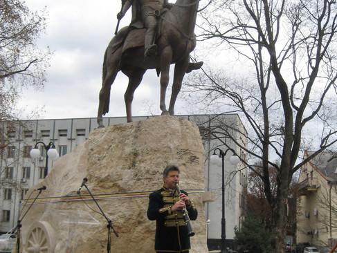 Felavatták II. Rákóczi Ferenc szobrát a Beregszászban Isten az igaz ügyet nem hagyja el