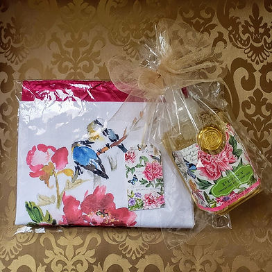 Complimentary Gift Wrap at the Online Gifts for the Home Boutique