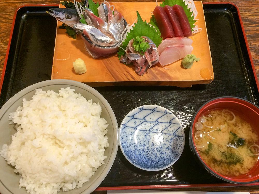 9月平日限定ランチメニュー秋刀魚刺身定食