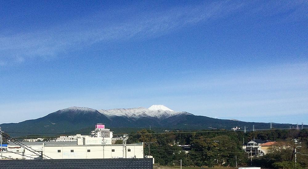 雪化粧をした富士山と愛鷹山2