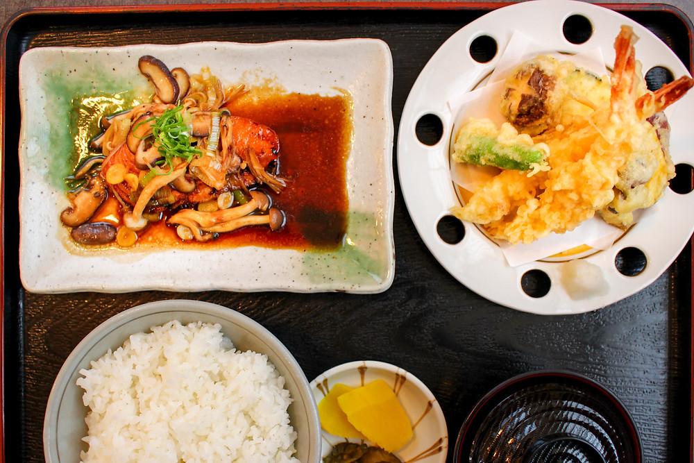 愛鷹路伊豆海、鮭のかば焼き定食