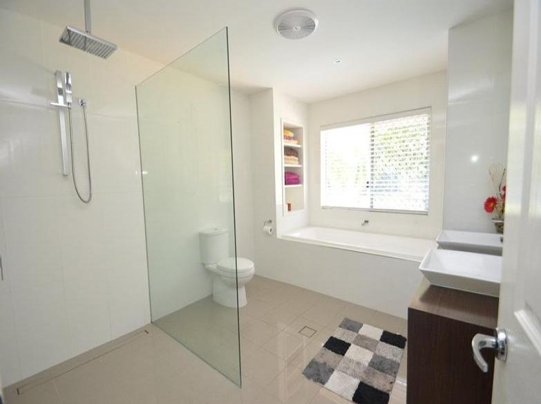 7 Mara Court. Bathroom_edited