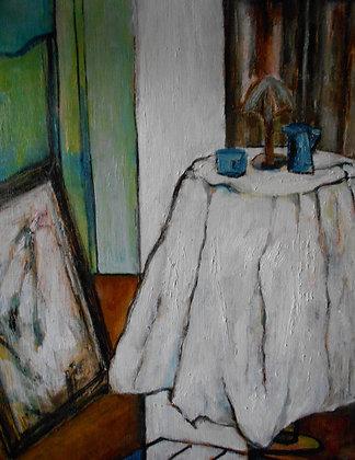 白いテーブルクロスのある部屋