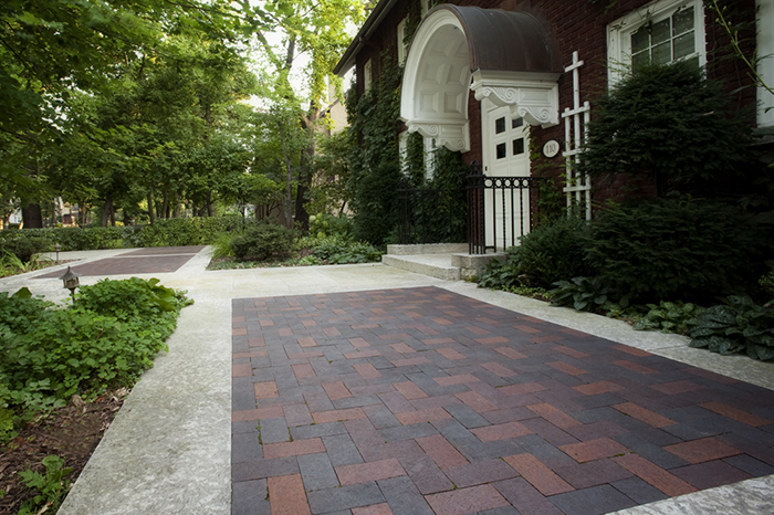 Beautiful Mix of Pavers and Limeston