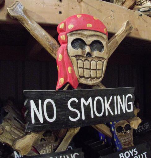 No smoking Skull and cross bones