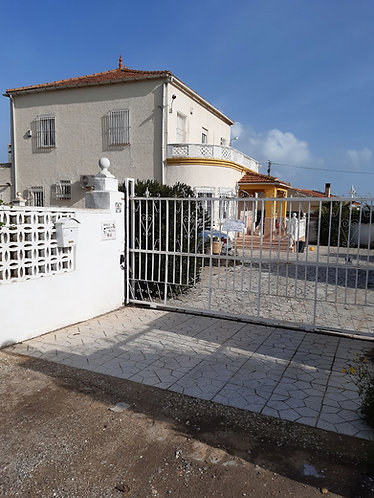 6 bed farmhouse near la marina beach.