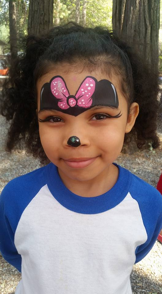 Minnie_Mouse_face_painting_